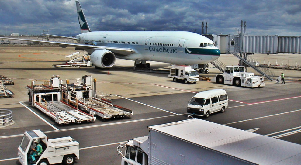 Linie Cathay Pacific nasilają presję na pracowników. W tle hongkońskie protesty