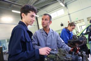 Ustawa o monitorowaniu karier absolwentów szkół średnich bez poprawek