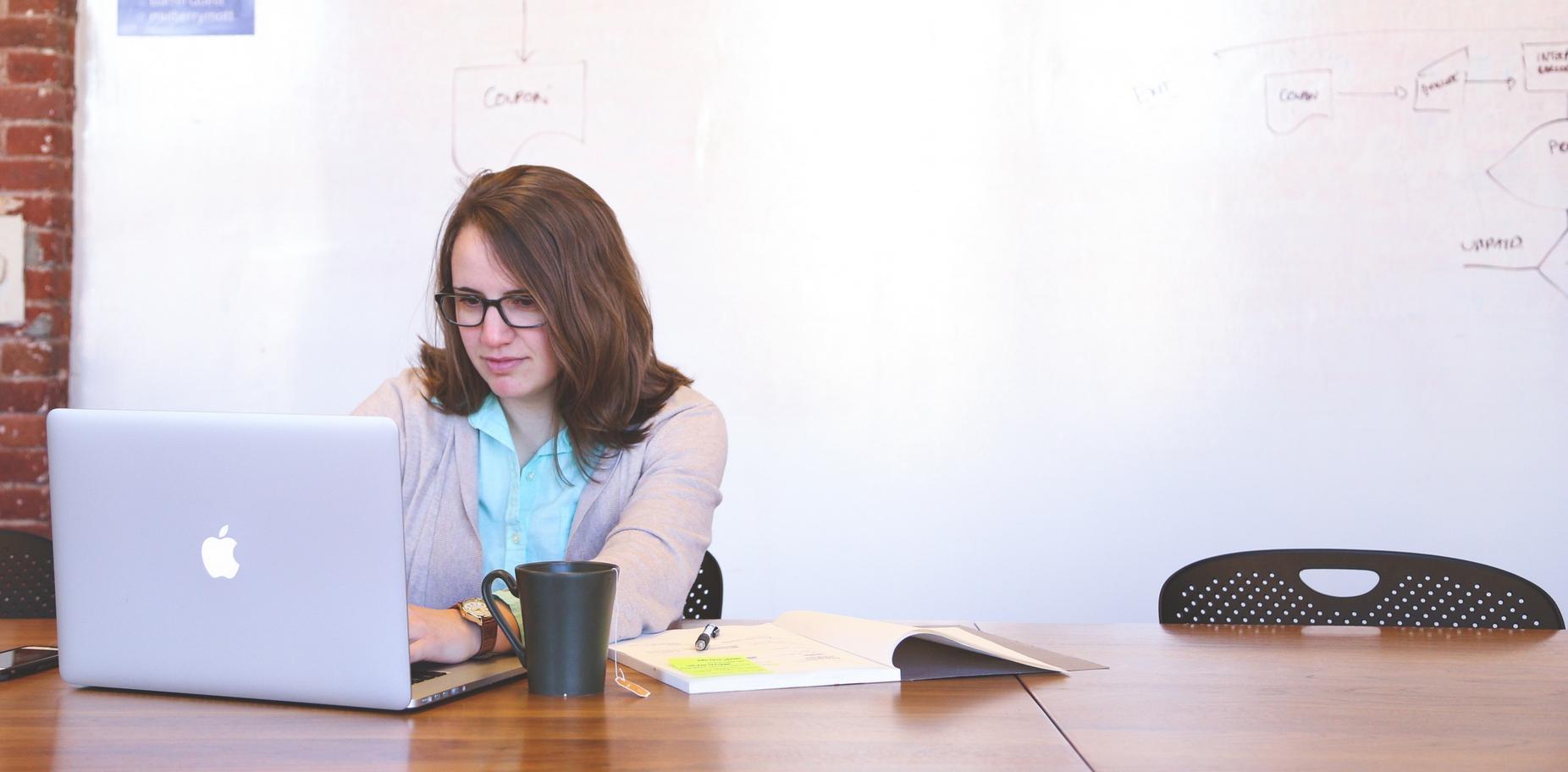 Jak wskazują badania z aplikacji Kiwi Jobs, kwestie finansowe nie są dla kobiet tak kluczowe, jak dla mężczyzn. (fot. pxhere.com/domena publiczna)