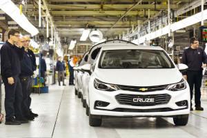 Strajk wisi nad GM