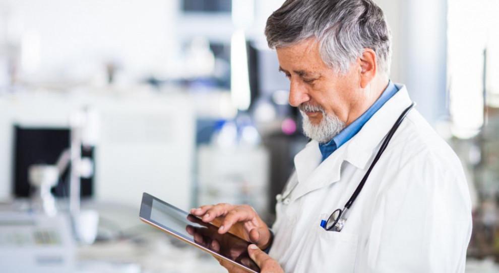 Lekarze, pielęgniarki i położne podstawowej opieki zdrowotnej zyskają nowe uprawnienia