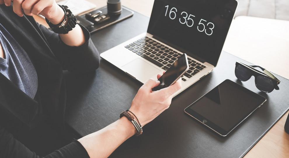 Ile dni trzeba pracować, by zarobić na nowego iPhone'a?