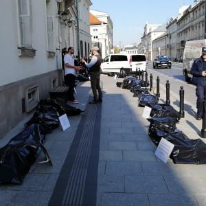 Nietypowy protest rezydentów przed Ministerstwem Zdrowia