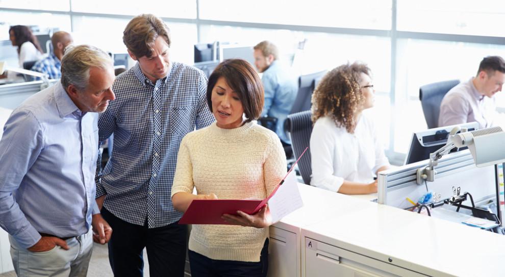 Dlaczego pracownicy nie chcą zmienić pracy? Szef odgrywa w tym istotną rolę