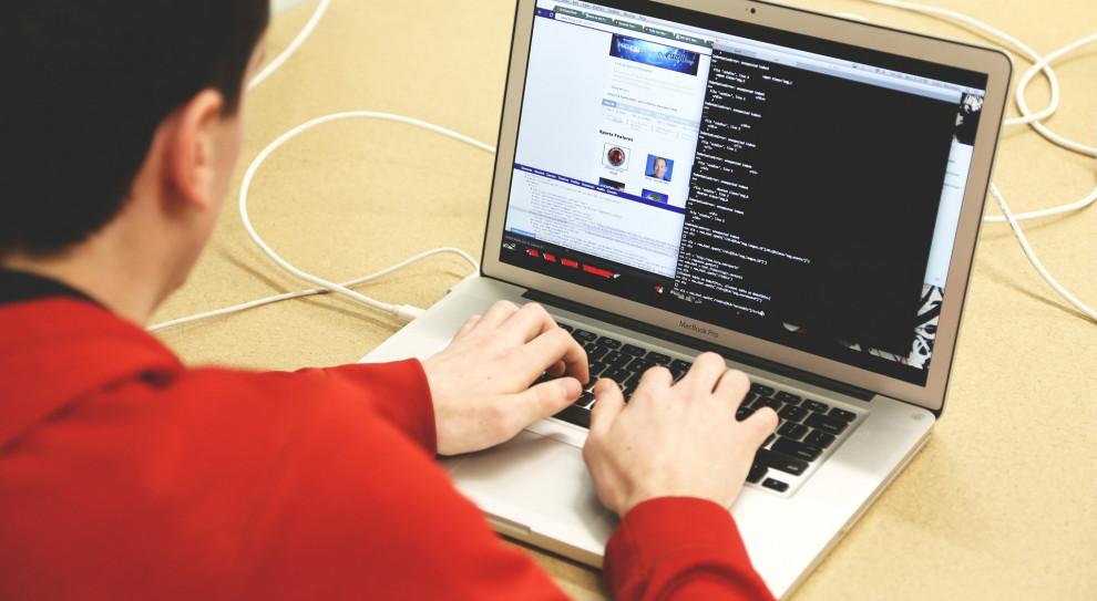 Studenci prymusi IT mogą liczyć na pomoc