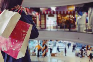 Więcej zarabiają i wydają. Ukraińcy zostawiają miliardy w polskich sklepach