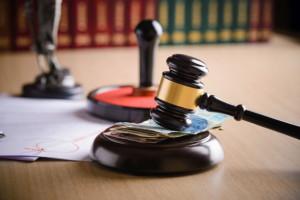 Resort sprawiedliwości podniesie opłaty za aplikacje prawne?
