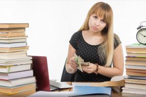 Nauczyciele przed dylematem - tylko jeśli więcej popracują w szkole, zarobią lepiej