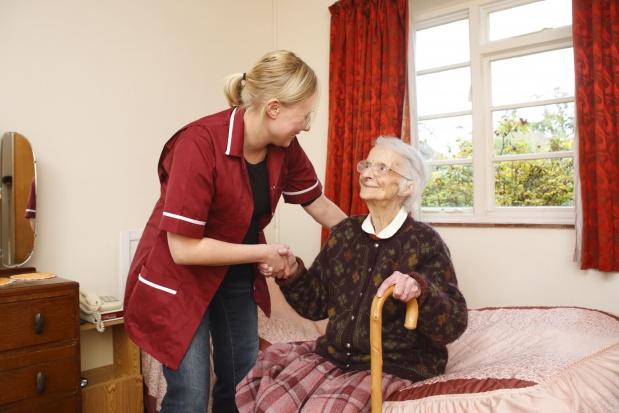 Bardzo dużo Polek opiekuje się schorowanymi seniorami poza granicami naszego kraju. (Fot. Fotolia)