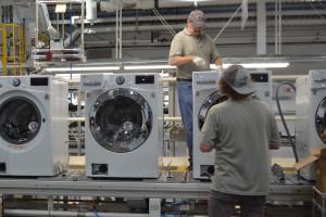 Autonomiczne roboty pracują przy produkcji sprzętu AGD