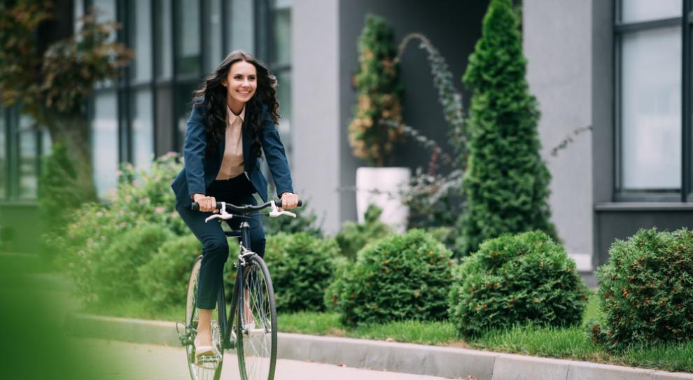 Rower to tylko jeden z pomysłów, jakie firmy stosują, promując ekologię. (Fot. Shutterstock)