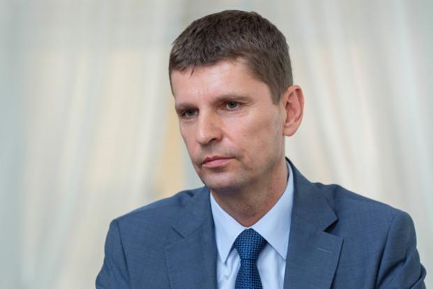 Minister Dariusz Piontkowski uważa, że można przekonać fachowców do nauki zawodu (fot. PTWP)