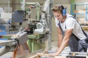 Jak przekonać fachowców do nauki zawodu? Minister podkreśla rolę przedsiębiorców