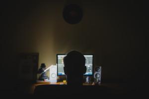 Wykorzystał  oprogramowanie pracodawcy do poszukiwania nagich zdjęć w sieci