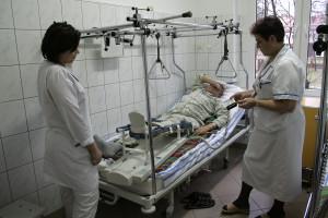 Powiat płaci studentom 2 tys. zł. Są pierwsi chętni do pracy w szpitalu