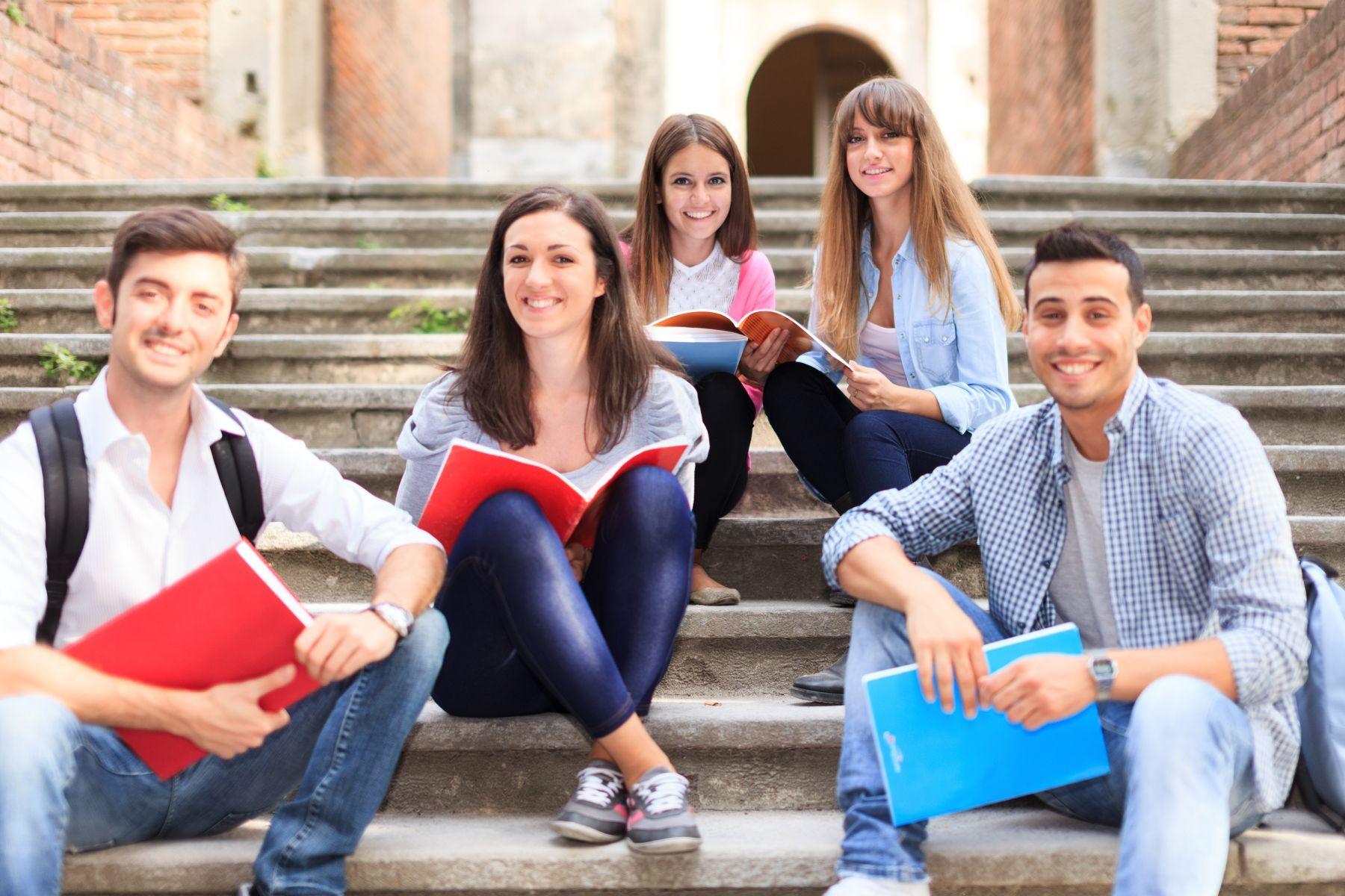 Otwierając się na wschodnią granicę, Polska może zapewnić sobie napływ odpowiednio wykształconych specjalistów, ponieważ duża część ze studiujących w Polsce obywateli Ukrainy deklaruje chęć pozostania w naszym kraju i podjęcia pracy po ukończeniu edukacji (fot. shutterstock)