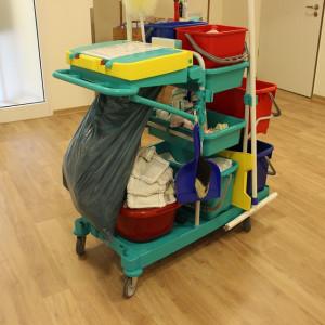 Sprzątaczka zarobi tyle, co pielęgniarka po studiach?