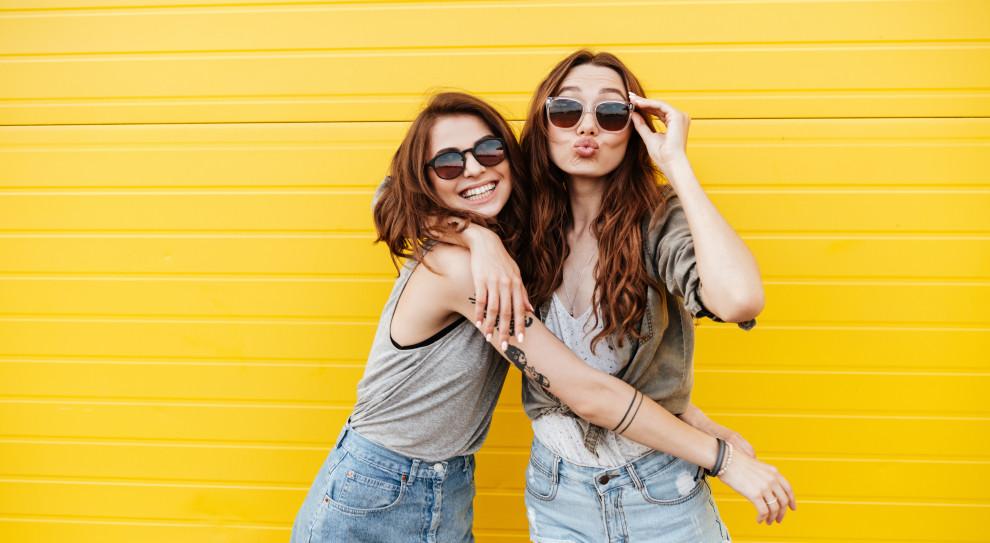 Młodzi nie ulegają dominacyjnym szefom. (Fot. Shutterstock)