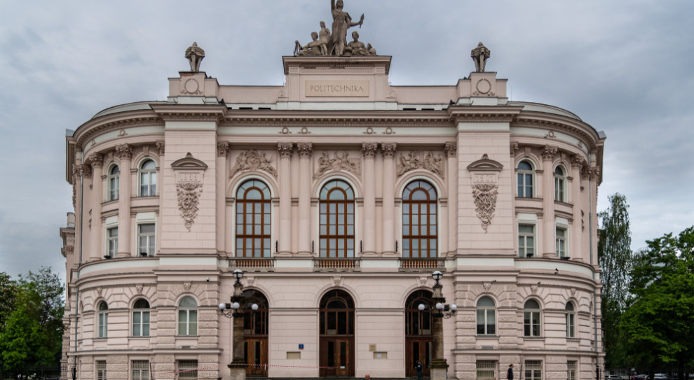 Politechnika Warszawska buduje Ośrodek Badań Lotniczych