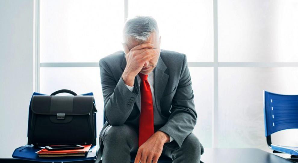 Najpowszechniejszym pierwszym sygnałem, który powinien zaniepokoić jest sytuacja, gdy niedzielny wieczór staje się koszmarem, bo pojawia się świadomość, że następnego ranka trzeba iść do pracy (Fot. Shutterstock)