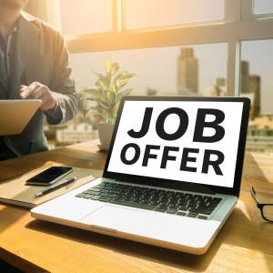 Oferty pracy owiane tajemnicą. Dlaczego brak w nich istotnych informacji?
