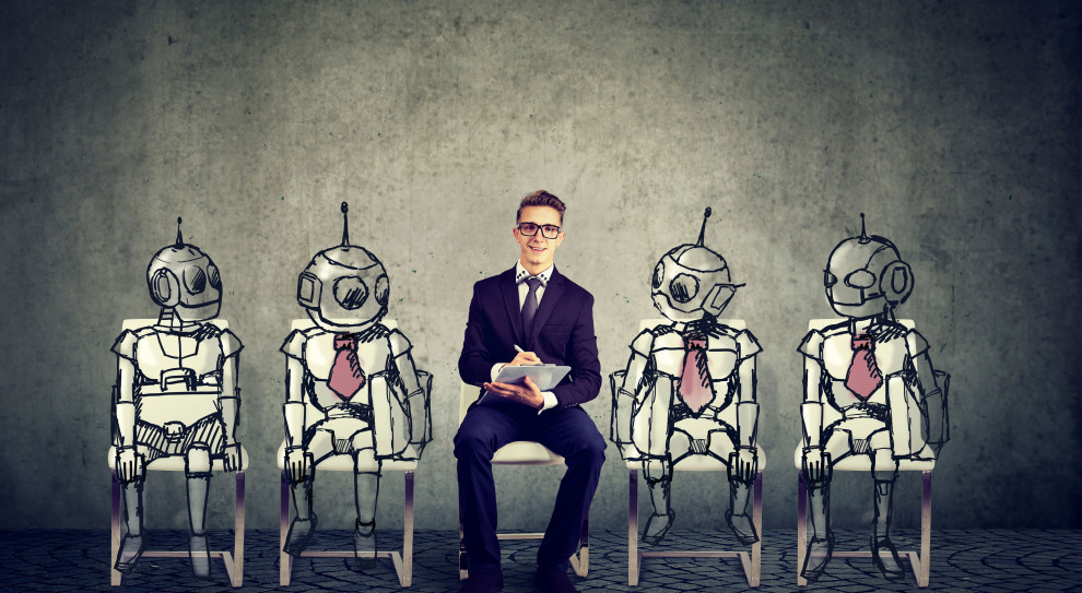 Pracownicy bardziej ufają robotom niż szefowi