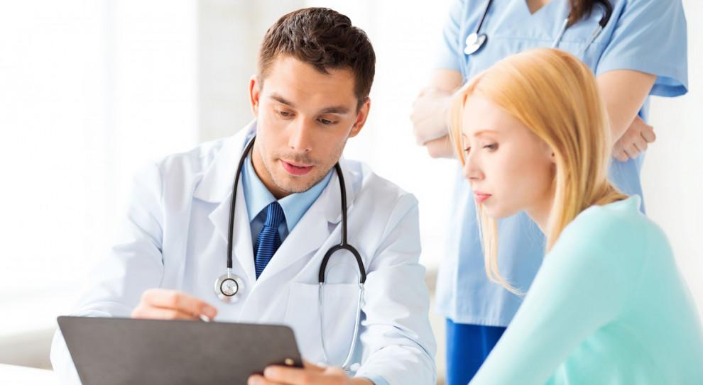 Komunikacja z pacjentem jest istotna. Lekarze powinni uczyć się tego na studiach