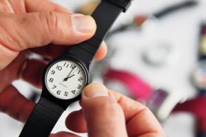 Zmiana czasu. Zamieszanie zamiast oszczędności a pracować trzeba