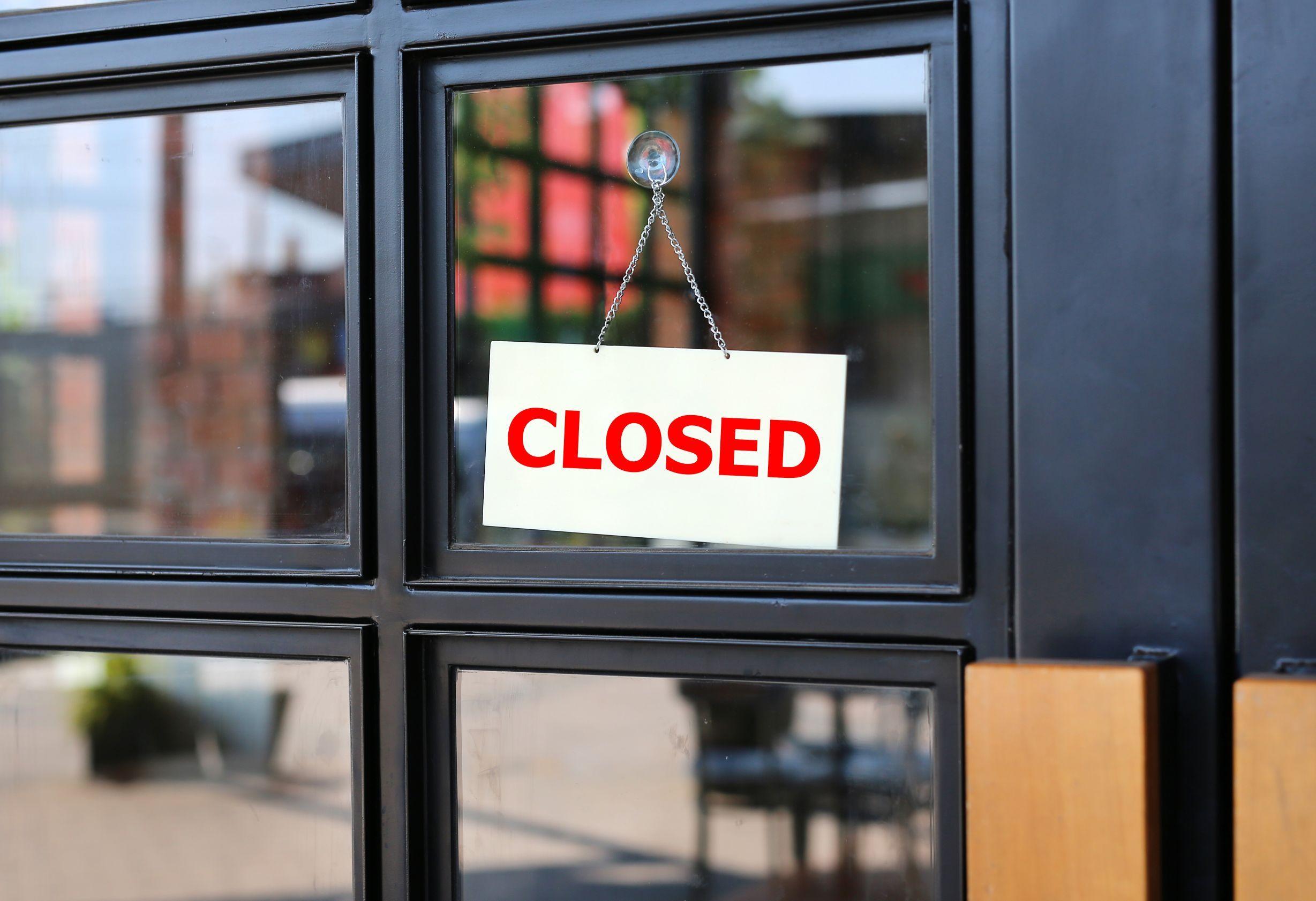 Praca jedynie w soboty okazała się nieopłacalna i uciążliwa. Po wprowadzeniu ograniczenia pracownicy weekendowi stracili połowę dochodu i całą tak zwaną dniówkę (fot. shutterstock)