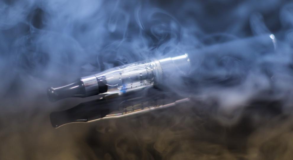 Juul Labs zwolni do 15 proc. kadry z powodu ograniczenia handlu e-papierosami w USA