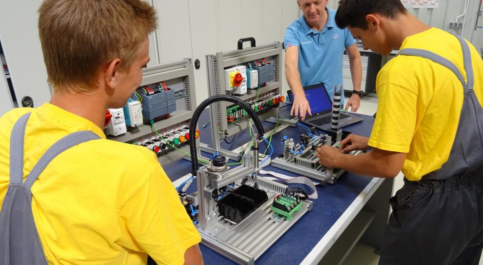 W ramach klas patronackich, młodzież kształci się m.in. w zawodzie mechatronika (fot. mat. prasowe VW)