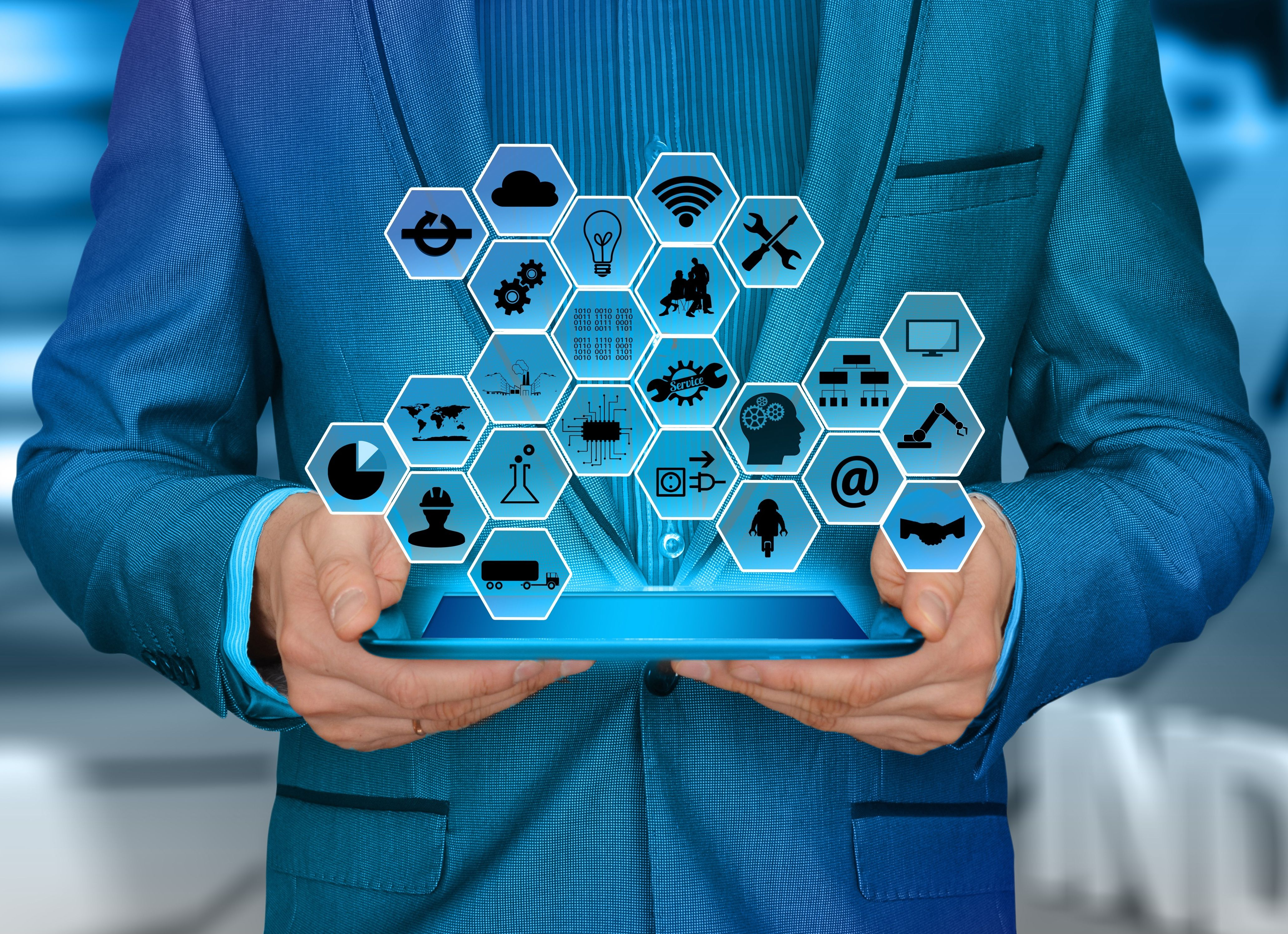 Nowe wymiary biznesu i związane z nimi możliwości wywołują zwiększone zapotrzebowanie na kompetencje technologiczne (fot. shutterstock)