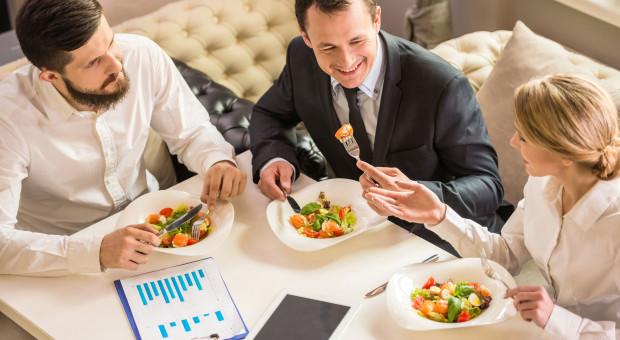 Benefit w formie posiłków zwiększa wydajność i efektywność pracowników