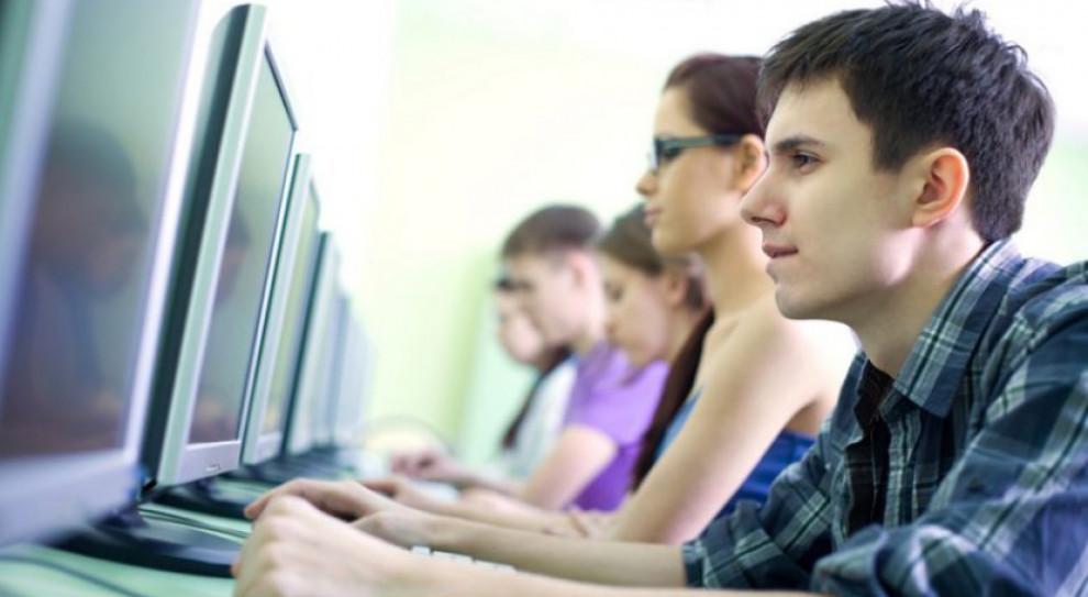 Rusza pilotaż programu wsparcia dla młodych programistów i projektantów gier video