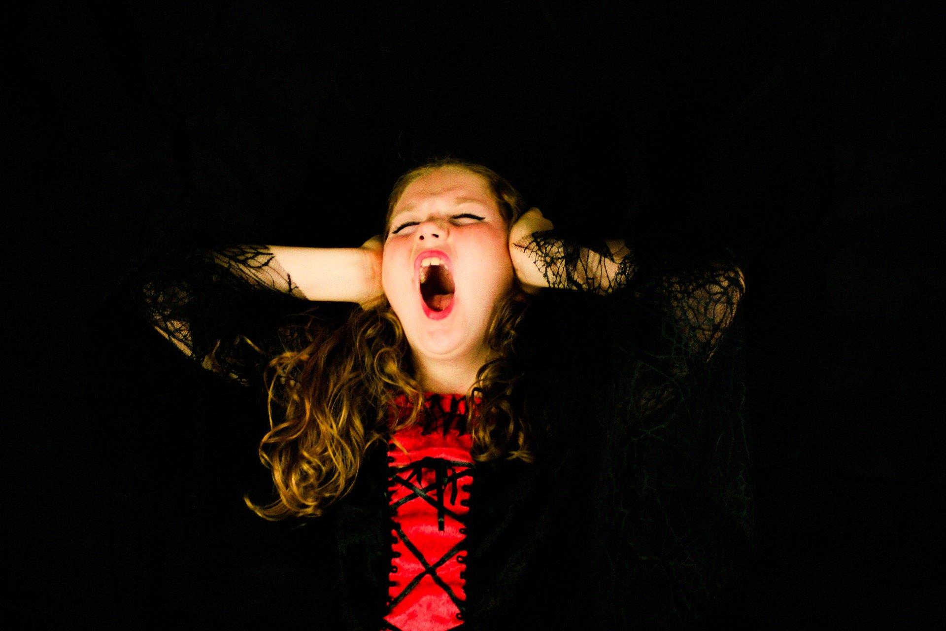 Emocje wpływają na pracę ludzi to temat rzeka. Złość, zazdrość, strach, ale i biurowa miłość potrafią być wyzwaniem dla zarządzających zespołami w każdej branży (fot. pixabay.com)