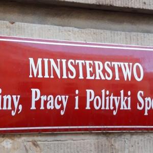 Minister pracy łamała Kodeks pracy? Ministerstwo komentuje