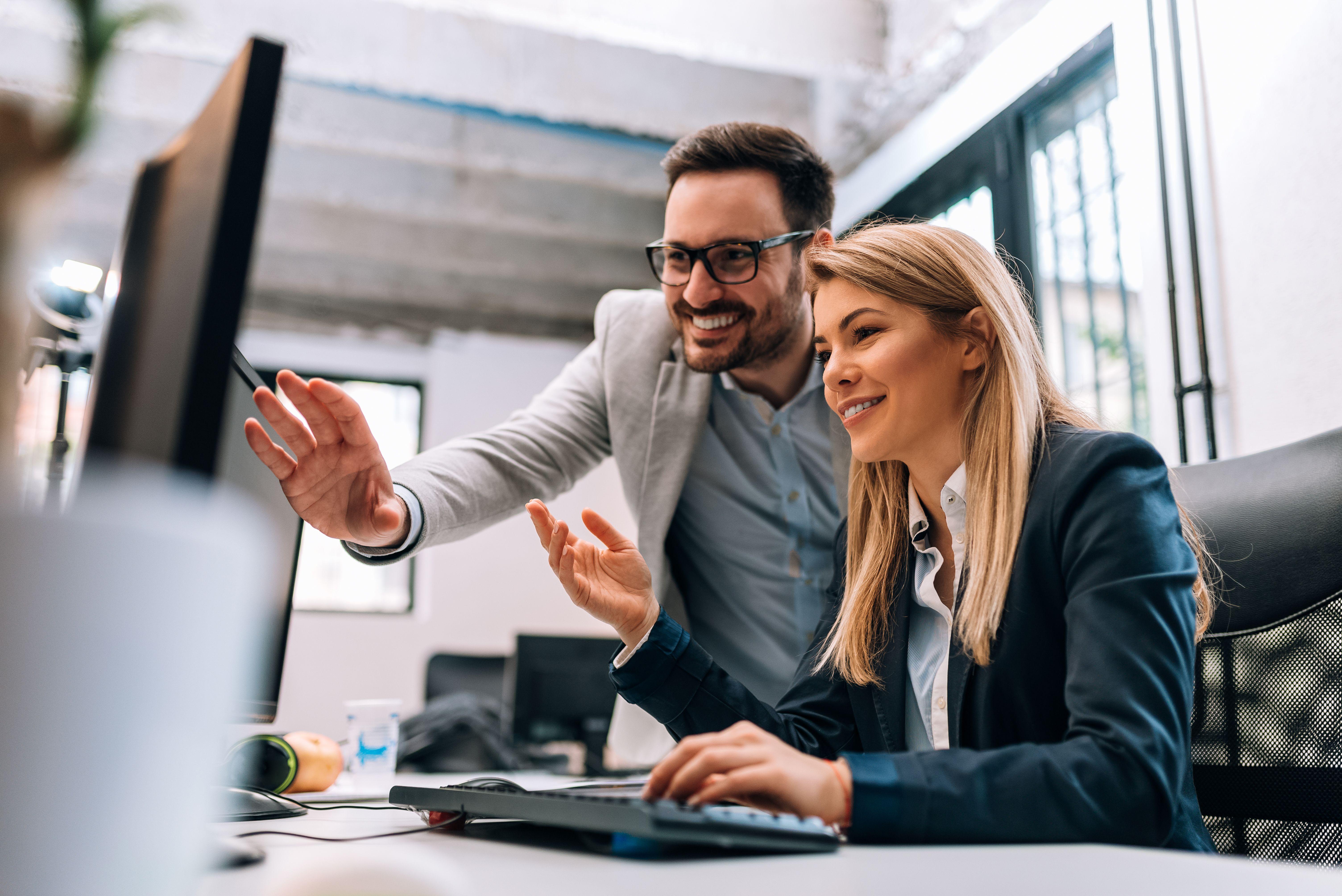 Według wyników badania aż 82 proc. respondentów, przeglądając ogłoszenia o pracę, zwraca uwagę na lokalizację biura, a ponad 66 proc. jest gotowych na zmianę pracy ze względu na warunki biurowe (fot. Shutterstock)