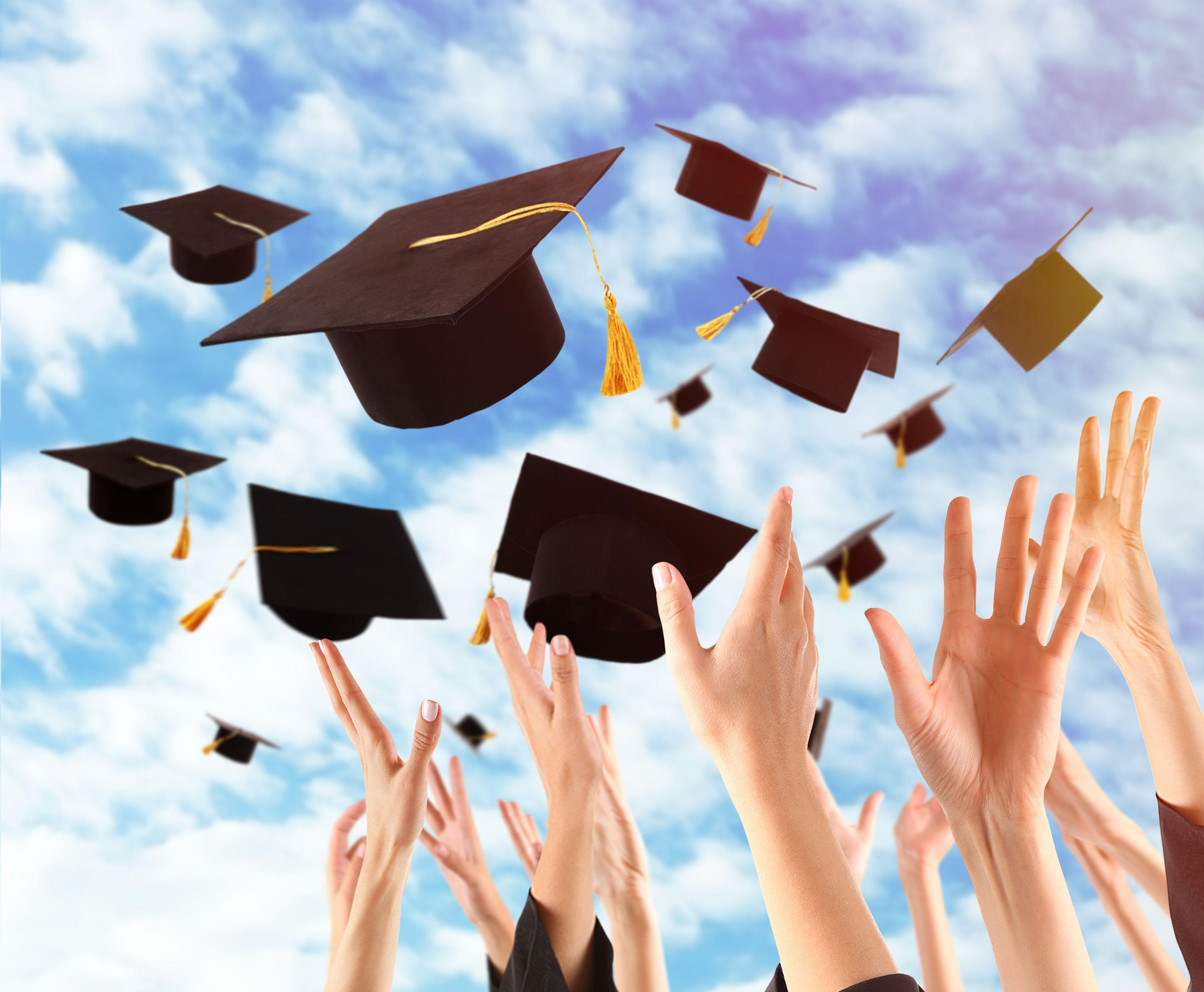 Rosnący od pięciu lat wskaźnik zatrudnienia absolwentów uczelni wyższych jest wspierany przez rewolucję technologiczną na rynku pracy (fot. shutterstock)
