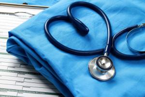 Pracownicy z mniejszymi zarobkami częściej chorują