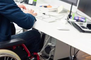 Niepełnosprawni coraz lepiej sobie radzą na tym rynku pracy
