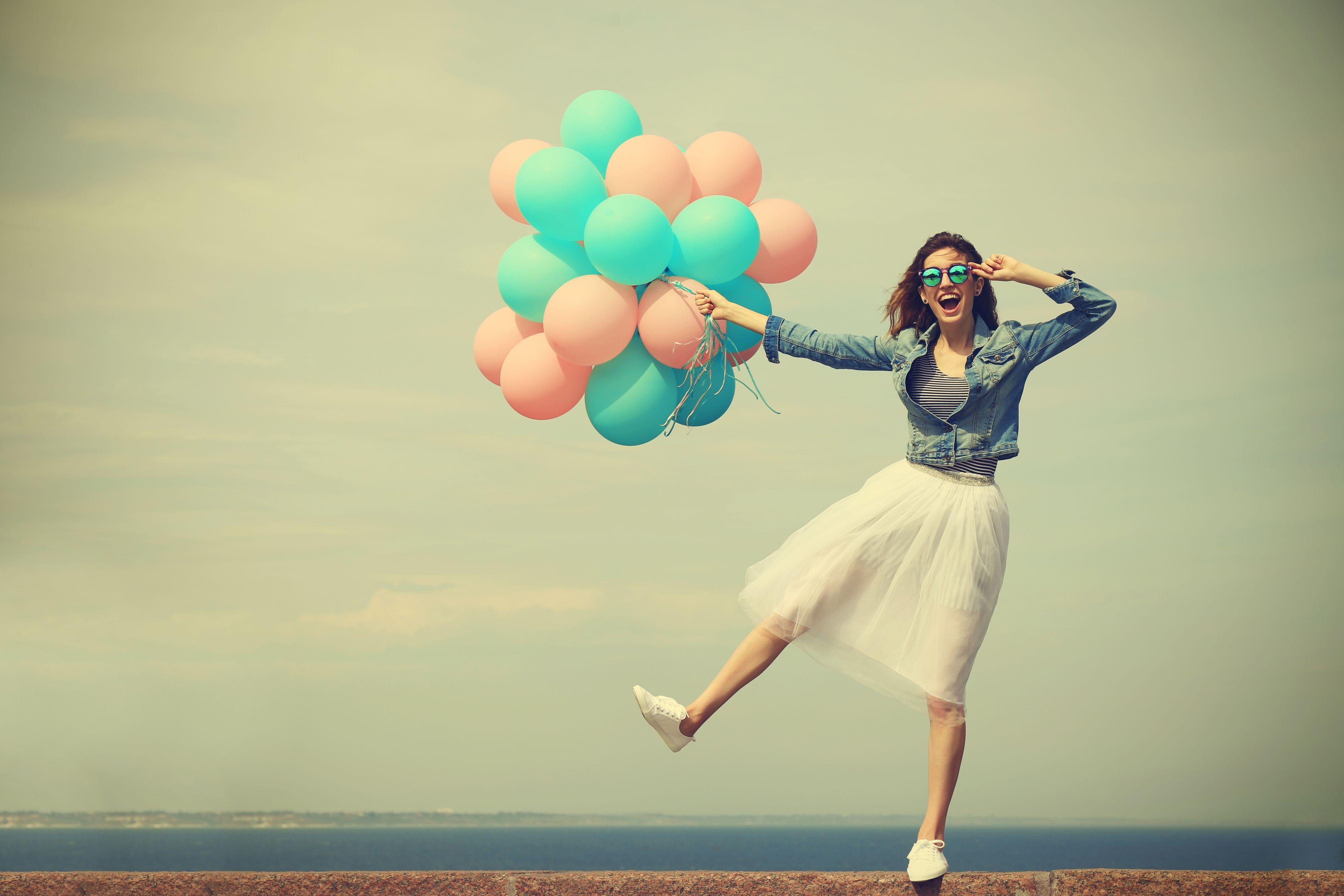 oczucie szczęścia w miejscu pracy jest ważne nie tylko dla stworzenia panującej w nim atmosfery - ma też znaczenie dla biznesu (fot. shutterstock)