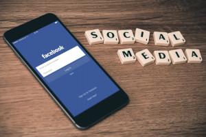 Bot uczy pracowników Facebooka odpowiadać na pytania o ich firmę