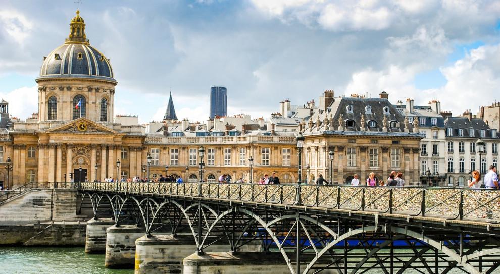 Masowe strajki we Francji mogą spowodować paraliż komunikacyjny. Ambasada RP ostrzega
