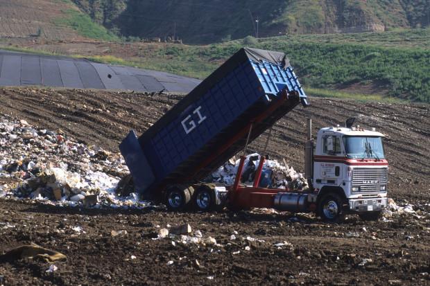 Dziewięciu absolwentów uczelni otrzymało w Apulii pracę śmieciarzy