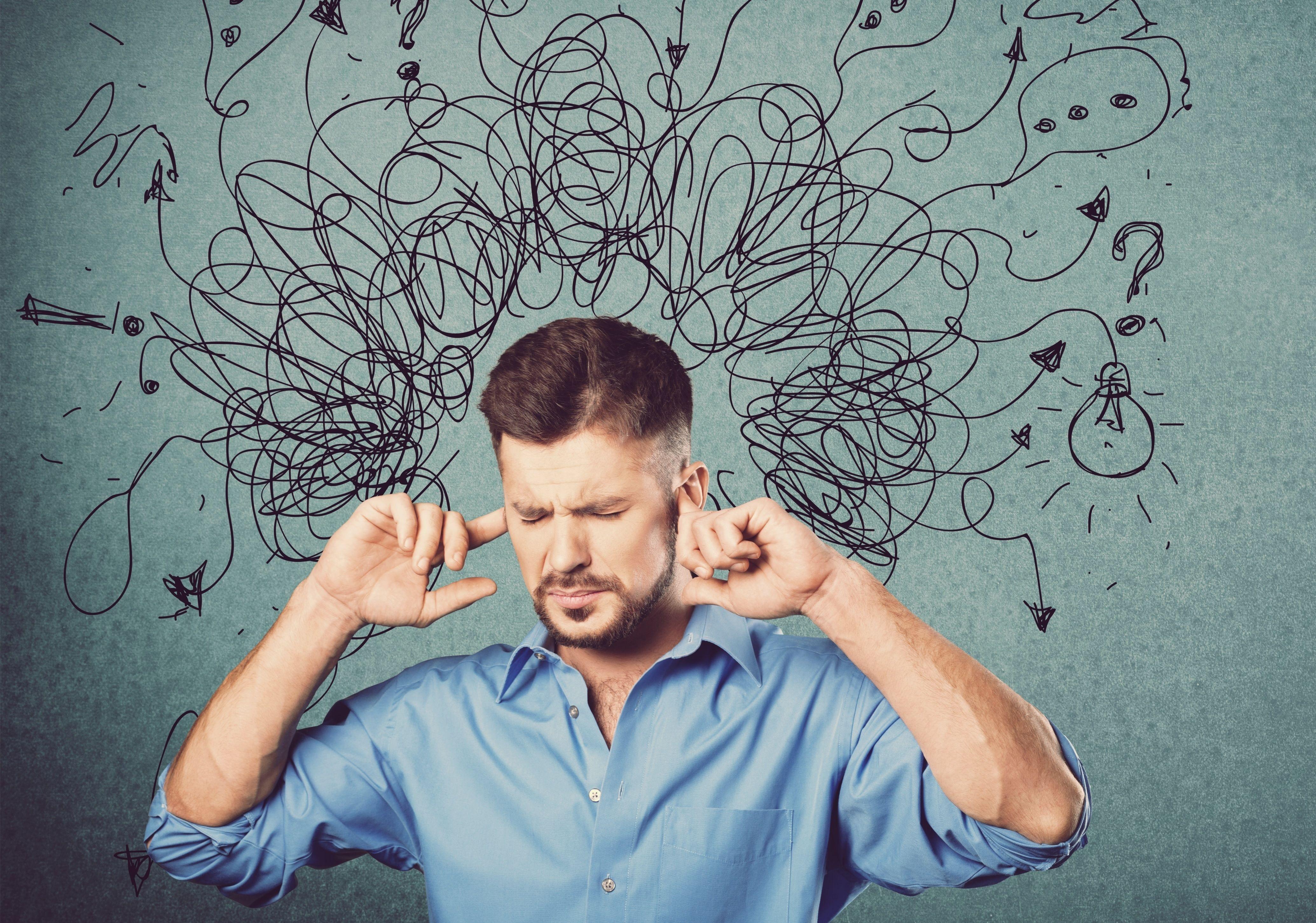 Ponad jedna trzecia pracowników czuje się w pewien sposób odizolowana w głośnych miejscach pracy (fot. shutterstock)