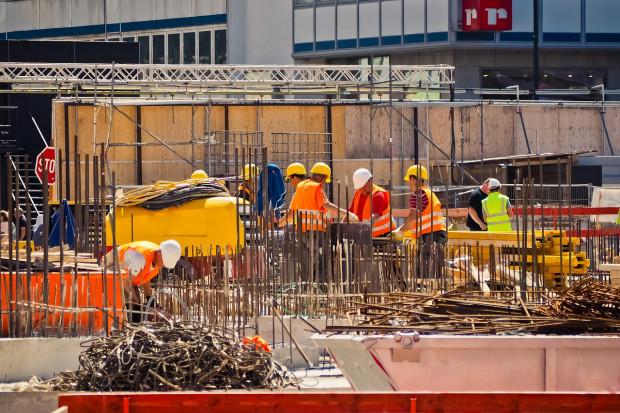 Przedsiębiorcy budowlani zadowoleni z 2019 r., transport i handel nadal pełne obaw