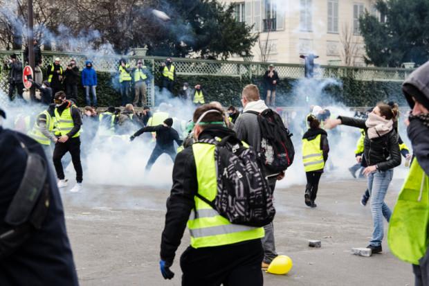 Kilkaset tysięcy ludzi na ulicach. Do protestu we Francji dołączają kolejne branże