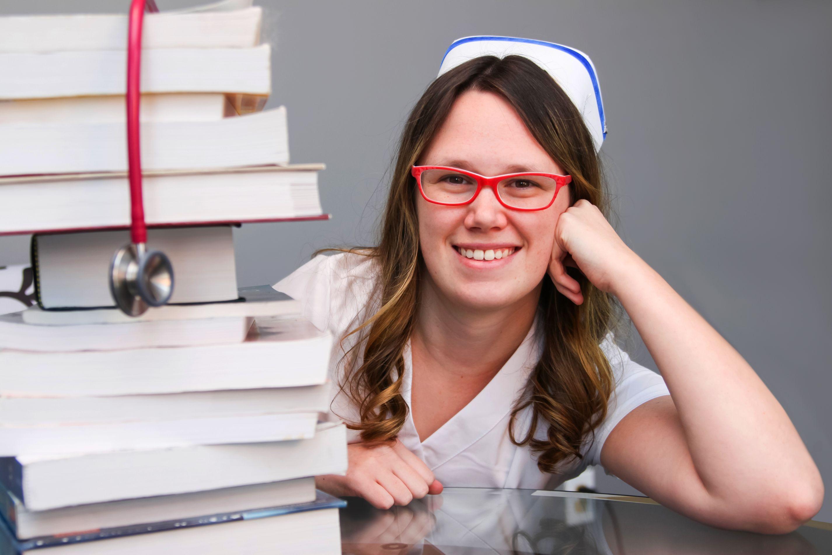 Zawód pielęgniarki uzyskał 89 proc. deklaracji dużego szacunku w rankingu CBOS (fot. shutterstock)