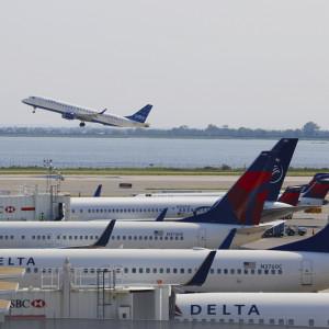 79-letnia stewardessa oskarża linie lotnicze o dyskryminację