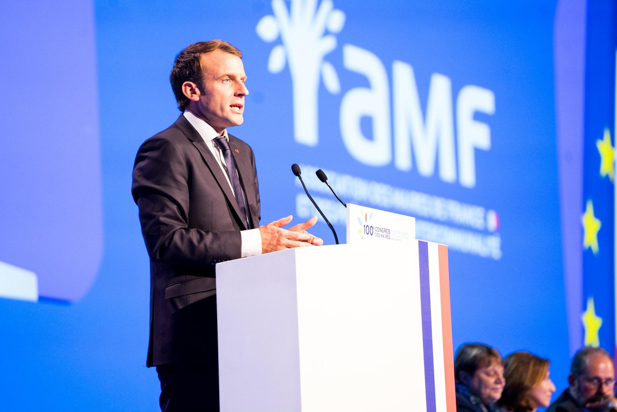Emmanuel Macron jest głównym politykiem, który firmuje nową reformę emerytalną. Choć negocjacje w jej wdrożeniu wziął na siebie premier Édouard Philippe. (fot. archiwum)